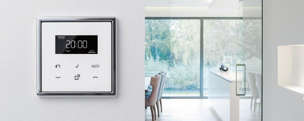 de timer standaard van een echt glazen front maakt automatische sturing van verlichting en zonwering bijzonder comfortabel de standaard klokfuncties zijn